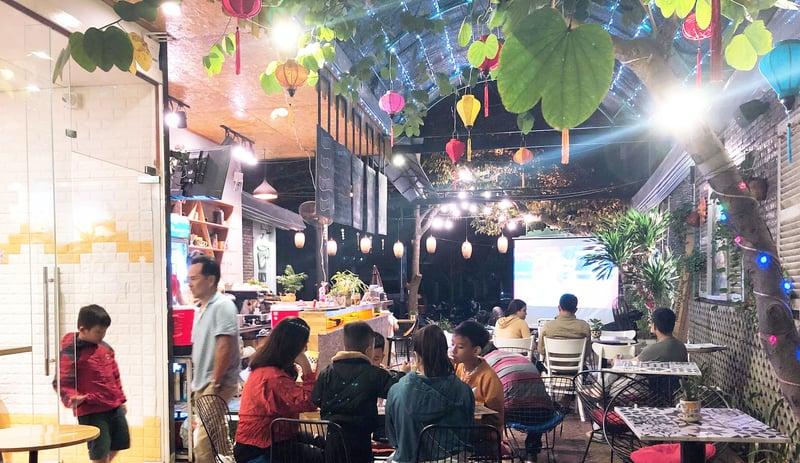 Kozy-Coffee-khach-hang-dong