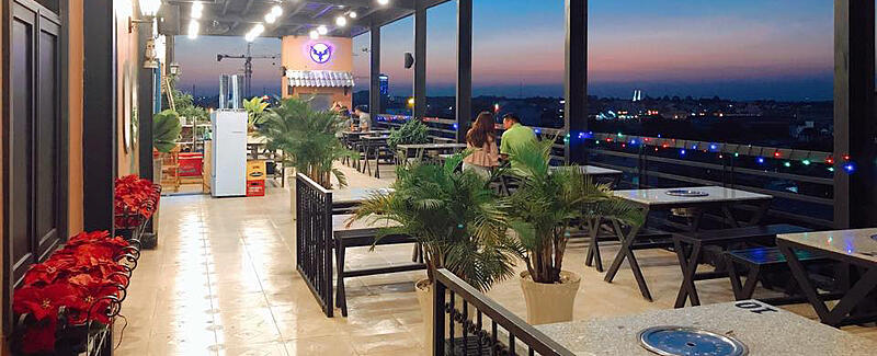 Sky-rooftop-cafe-bbq-thanh-pho-huyen-ao