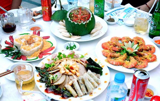 nhà hàng phục vụ cả đồ ăn và đồ uống