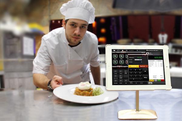 dùng phần mềm quản lý nhà hàng