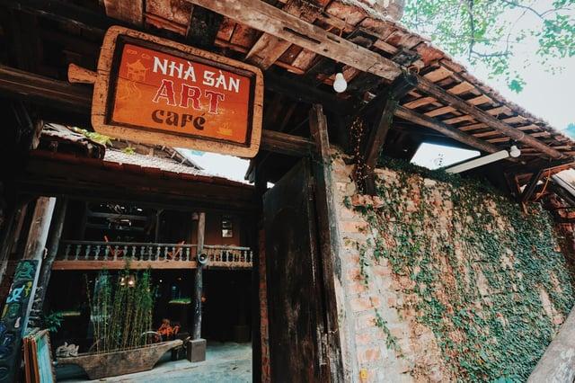 quan-cafe-nha-san-phong-cach-doc-dao.jpg