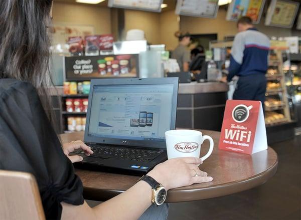 Bạn còn có thể được chia sẻ doanh thu quảng cáo dựa trên lượt tiếp cận khách hàng thông qua wifi miễn phí ở quán mình