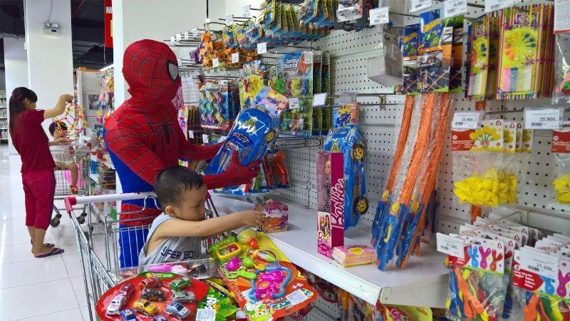 Các cửa hàng đồ chơi trẻ em được dịp ăn nên làm ra mùa trung thu