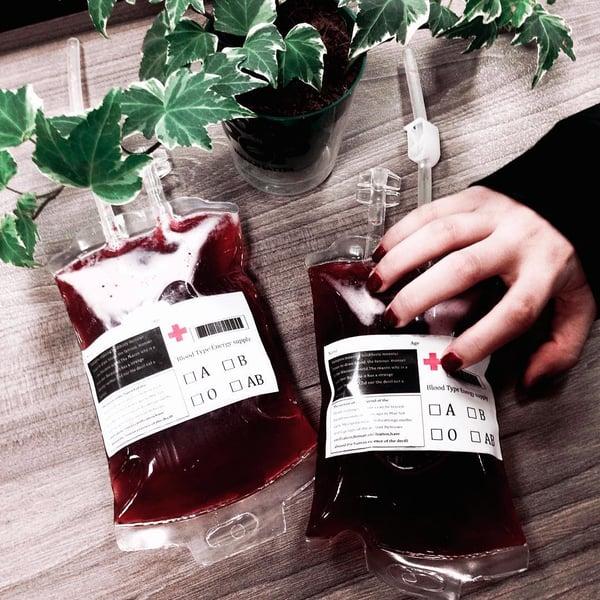 Trà sữa túi máu gây sốt trong cộng đồng tín đồ trà sữa