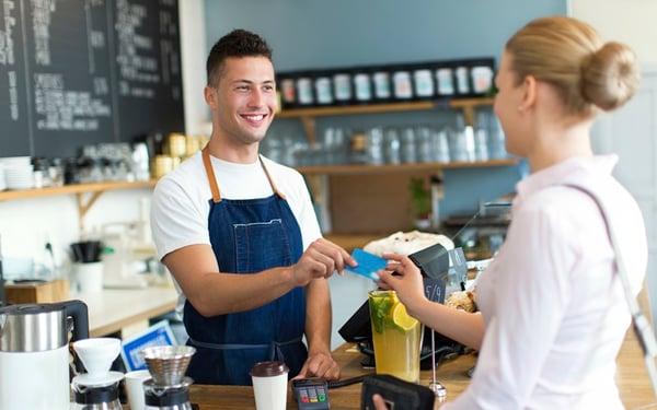 Thu ngân tích điểm khách hàng thân thiết sai quy định