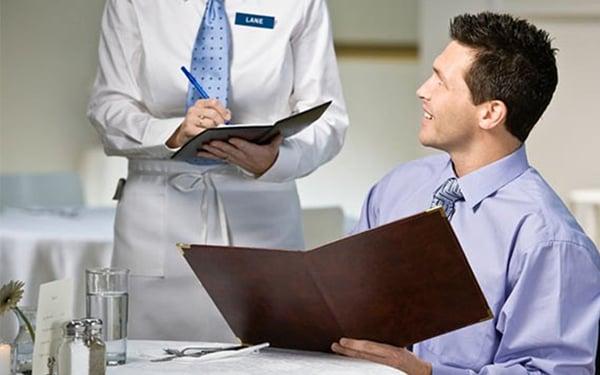 tuyển dụng nhân viên phục vụ có tâm