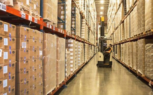 dán nhãn hàng hóa để quản lý kho dễ dàng