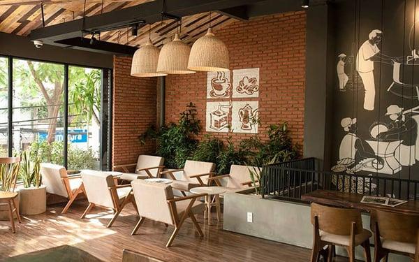 không gian quán cafe thoáng mát